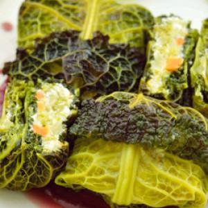 Fagottini di verza con patate, carote e ricotta